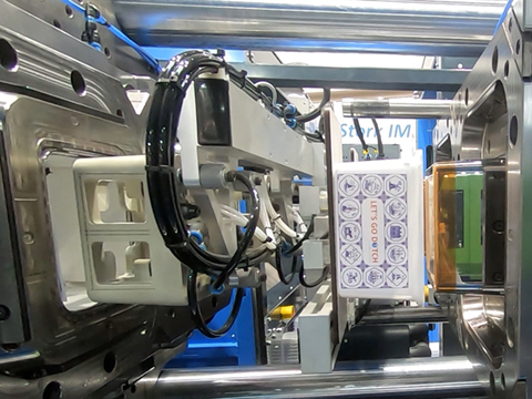 Spuitgietmachines met vergrote openloopweg